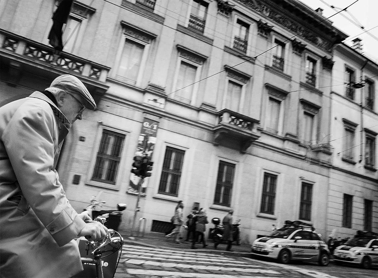 MILUNA-Ewa-Milun-Walczak-Mediolan-ludzie-ulica-przechodzni-mediolanczycy-Przechodnie-10