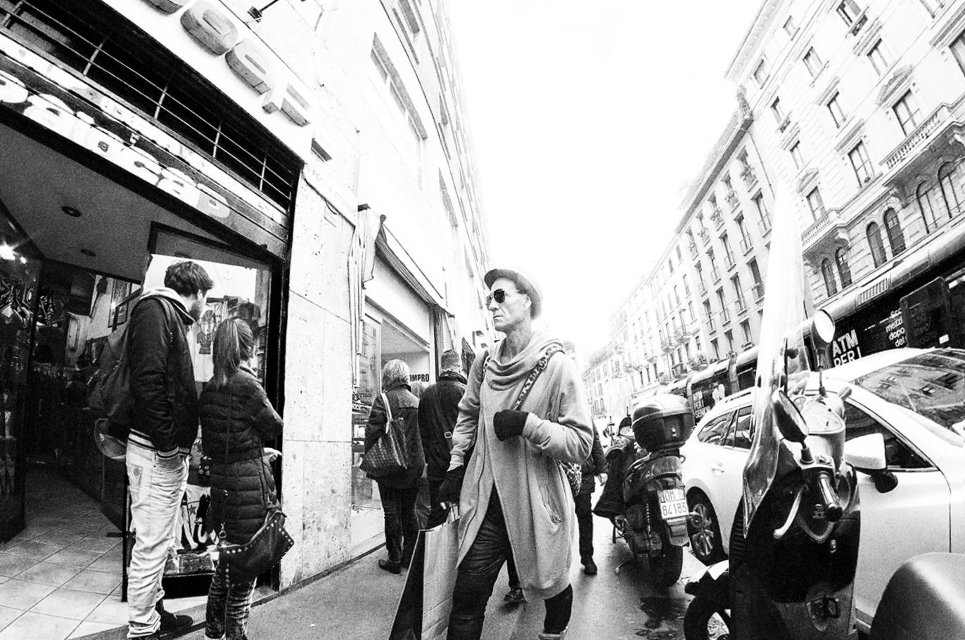 MILUNA-Ewa-Milun-Walczak-Mediolan-ludzie-ulica-przechodzni-mediolanczycy-Przechodnie-13