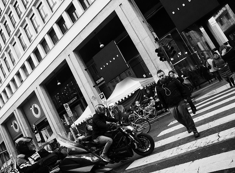 MILUNA-Ewa-Milun-Walczak-Mediolan-ludzie-ulica-przechodzni-mediolanczycy-Przechodnie-4