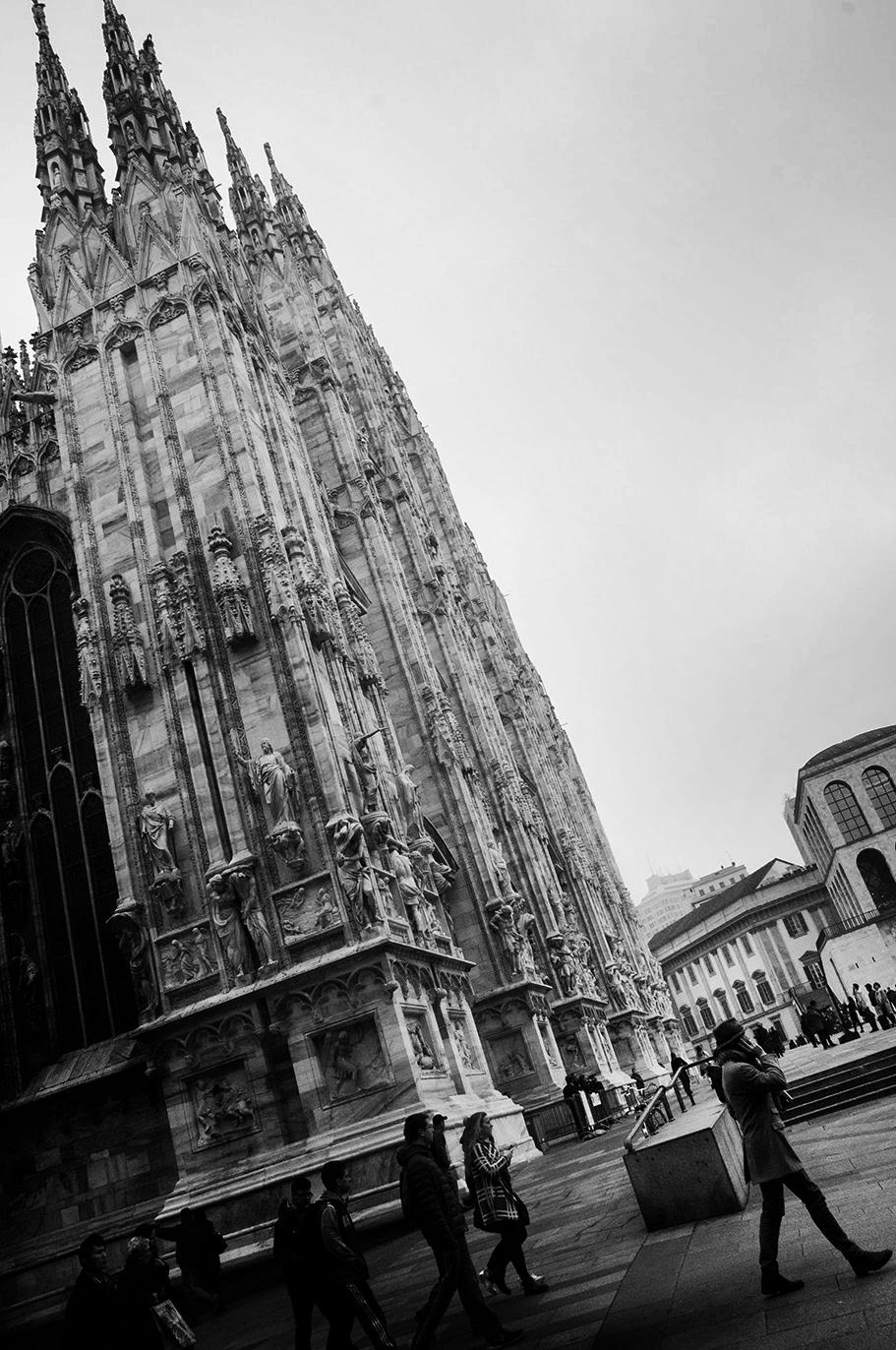 MILUNA-Ewa-Milun-Walczak-Mediolan-ludzie-ulica-przechodzni-mediolanczycy-Przechodnie-8