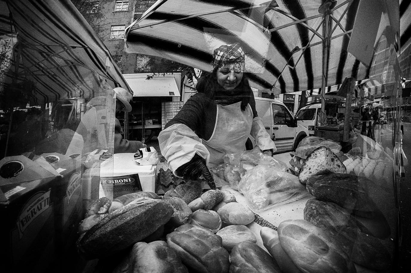 MILUNA-Ewa-Milun-Walczak-Na-Straganie-W-Dzien-targowy-Mediolan-Wlochy-bazar-targ-warzywa-ludzie-tlumy-reportaz-zakupy-12